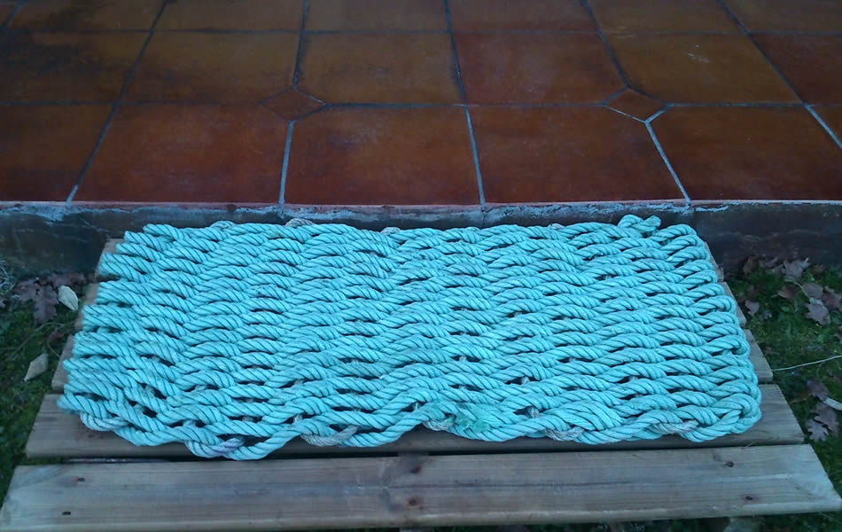 Upcycled fishing rope to front door mat